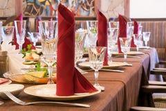 Pronto la cena festiva comenzará Imagenes de archivo