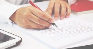 Proofreading papier na stole zdjęcia royalty free