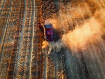 Propósito aéreo de la cosecha mecánica de la agricultura de la máquina segadora Fotos de archivo libres de regalías