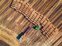Propósito aéreo de la cosecha mecánica de la agricultura de la máquina segadora Foto de archivo libre de regalías