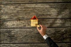 Propósito de arriba de constucting de las propiedades inmobiliarias o del agente de seguro ho Imágenes de archivo libres de regalías