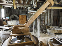 Propósito granangular de un trabajo interno de un molino de viento de la harina imágenes de archivo libres de regalías