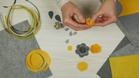 Propósito superior de hacer las flores del fieltro Venda hecha a mano metrajes