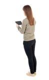 Propósito trasero de colocar a la muchacha hermosa joven con la tableta Fotos de archivo libres de regalías