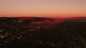 Prop?sito a?reo de sorprender puesta del sol roja brillante sobre la ciudad tiro Paisaje hermoso almacen de video