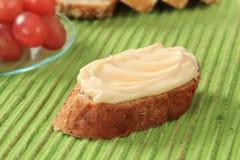 Propagação do pão e de queijo fotografia de stock royalty free