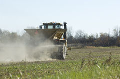 Propagador do fertilizante da exploração agrícola Fotos de Stock Royalty Free