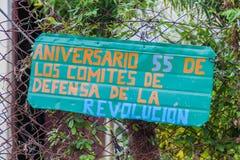 Propaganda in Dorf EL Cobre, Kuba Es sagt: Jahrestag 55 der Ausschüsse für die Verteidigung des Revolutio stockfotos