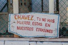 Propaganda nahe Baracoa, Kuba Es sagt: Chavez, starben Sie nicht, Sie bleiben in ou-Herzen stockbilder