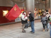 Propagandista na rua de Dresden, Alemanha Fotos de Stock Royalty Free