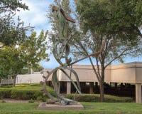 ` Propageant le ` par Andrew Rogers, Hall Park, Frisco, le Texas Images libres de droits