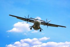 Propeller airplane landing Royalty Free Stock Photos
