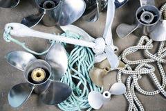Propellerl, ancre, vitesses et cordes de bateau Image stock