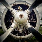 Propellern av ett gammalt flygplan royaltyfria foton