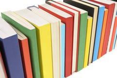 Proper rad av färgrika häftad bokböcker Arkivbild