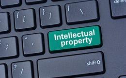 Propiedad intelectual en el teclado de ordenador fotografía de archivo