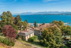 Propiedades de lujo en la orilla del lago Lemán en Suiza Fotos de archivo