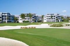 Propiedades horizontales del campo de golf Fotografía de archivo libre de regalías