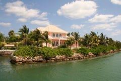 Propiedades inmobiliarias costeras costosas Fotografía de archivo