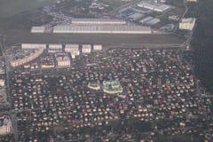 Propiedades inmobiliarias de una vista panorámica Desarrollo privado de edificios de varios pisos, Kiev, Ucrania, 09 de las cabañ Imagen de archivo