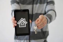 Propiedades inmobiliarias del agente inmobiliario para la venta en el web de Internet Imágenes de archivo libres de regalías