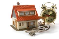 Propiedades inmobiliarias del concepto aisladas en el fondo blanco Imágenes de archivo libres de regalías