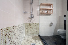 Propiedades inmobiliarias del cuarto de baño Imagen de archivo libre de regalías