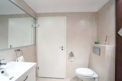 Propiedades inmobiliarias del cuarto de baño Imágenes de archivo libres de regalías