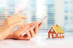 Propiedades inmobiliarias en línea fotos de archivo libres de regalías