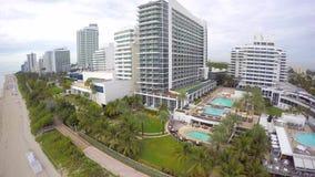 Propiedades inmobiliarias 4k de Miami Beach almacen de metraje de vídeo