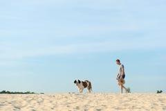 Propietario con su perro Fotos de archivo