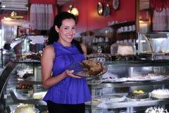 Propietario de un departamento de pasteles del café Imagen de archivo
