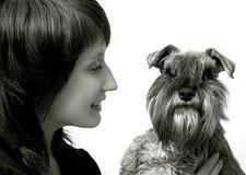 Propietario feliz con su animal doméstico foto de archivo libre de regalías