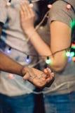 Proposition de mariage, homme avec l'anneau Couples dans l'amour Photographie stock libre de droits
