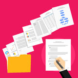 Proposta do negócio e acordo do negócio Sinal da pessoa do negócio um acordo Foto de Stock