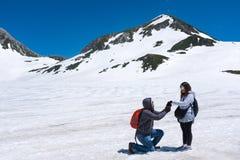 Propozycja na śnieżnej górze Fotografia Royalty Free