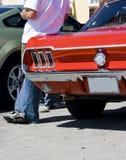 Propriétaire 1968 et véhicule de mustang de Ford Image stock