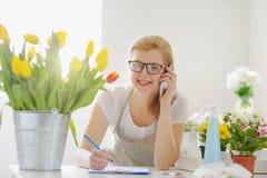 Propriétaire de Business Flower Shop de fleuriste de femme Image libre de droits