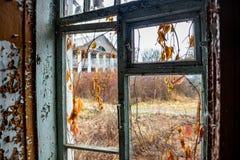 Propriedade abandonada na vila de Panskoe, século XIX de Kudryavtsev, Rússia foto de stock