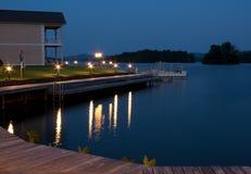 Propriedade dianteira do lago Fotos de Stock Royalty Free