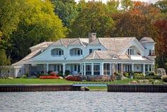 Propriedade luxuosa das proximidades do lago Imagem de Stock