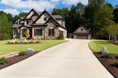Propriedade suburbana de gama alta Fotos de Stock Royalty Free
