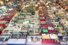 Propriedade velha China da arquitetura da cor de Hong Kong Residential multi fotografia de stock royalty free
