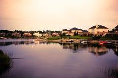 Propriedades da opinião do lago Fotografia de Stock Royalty Free