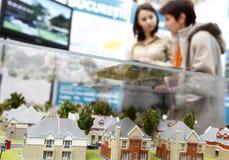 Propriedades de compra dos bens imobiliários Imagens de Stock Royalty Free