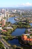 Propriedades dos bens imobiliários do beira-rio Fotos de Stock