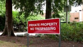 Proprietà privata nessun segno violante stock footage