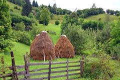 Proprietà rurale privata sulla parte superiore della montagna Immagini Stock
