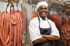 Proprietário africano do açougue foto de stock
