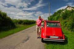 Proprietário com carro francês Fotografia de Stock